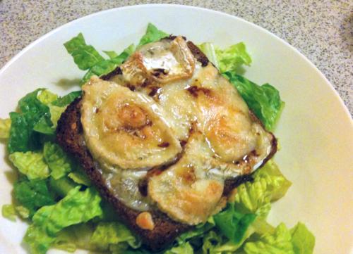 Kozí sýr a salát