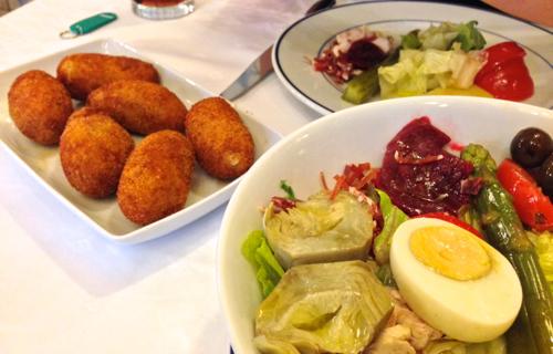 Krokety a salát v Botín