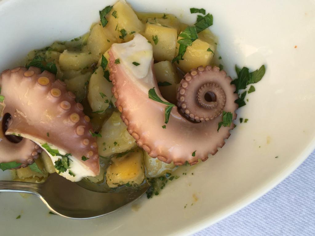 Vařená chobotnice s bramborem