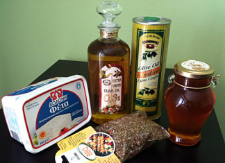 Olivový olej, rhódský med, feta a koření